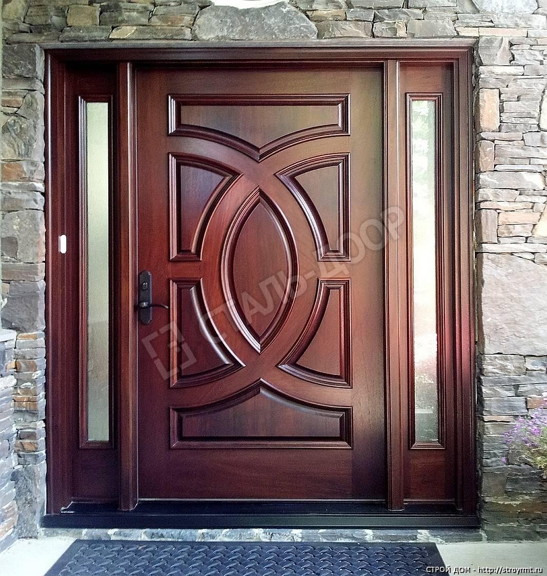Трёхстворчатая дверь из массива для ресторана со стеклянными вставками